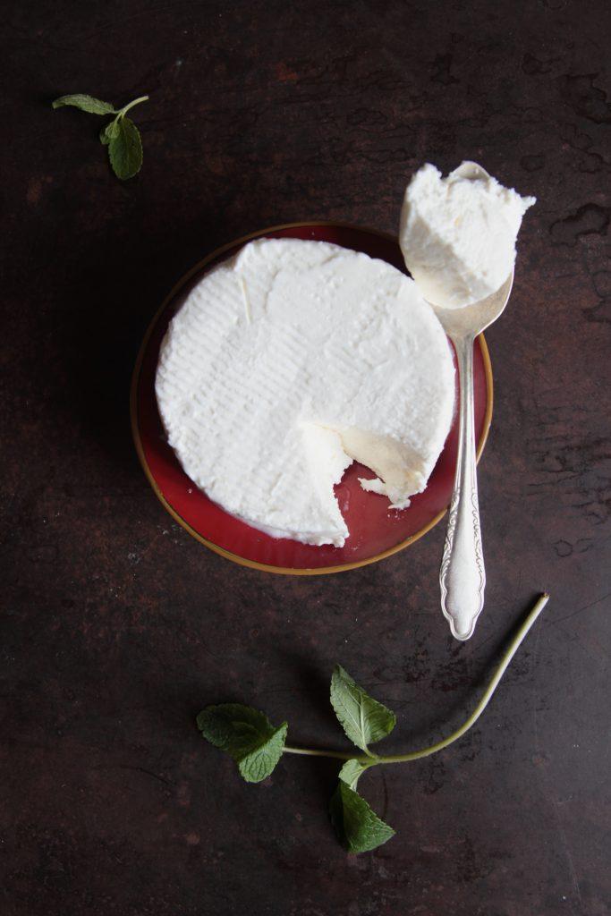 Ricetta Panino al latte con fave, guanciale croccante e robiola con mentuccia