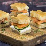Ricetta focaccia genovese con salmone, cetriolo e fiocchi di latte