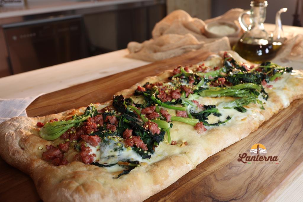Ricetta focaccia romana con broccolo, salsiccia e squacquerone
